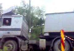 Trafic blocat intre Blejoi si Cocosesti din cauza unui camion care a DERAPAT