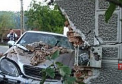 Accident in Prahova, la Posesti. Un sofer mort de beat a intrat cu masina intr-o casa