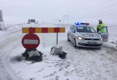 Poliţia va bloca accesul pe drumurile care riscă să devină impracticabile din cauza zăpezii. Mii de familii fără curent electric