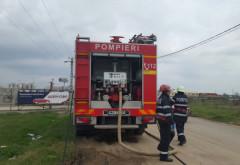 O mașină a luat foc pe DN 72. Șoferul a fost accidentat în timp ce încerca să stingă focul