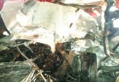 Accident GRAV in Ploiestiori. Un tanar de 19 ani A MURIT dupa ce a intrat cu BMW-ul sub un TIR