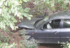 O masina a cazut in râpã, la Valea Doftanei, langa barajul Paltinu