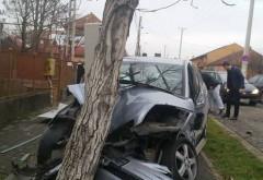 Accident in Prahova, la Sotrile. O soferita a intrat cu masina in copac