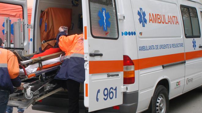Accident GRAV in Cioranii de Jos. O masina a derapat, lovind doi pietoni, mama si copil. Femeia, in stare CRITICA