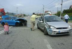 Accident in Maneciu. Doua masini implicate, una a aterizat pe trotuar, lovind un copil in varsta de 4 ani