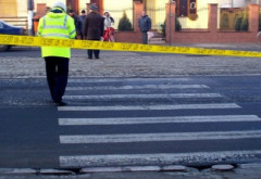 Accident in giratoriul de la Tatarani. Un pieton a fost spulberat de masina, pe trecere!