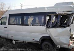Accident la Baicoi. Un microbuz si un autoturism implicate
