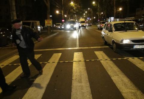 Accident in Bucov. Pieton spulberat de masina pe trecere