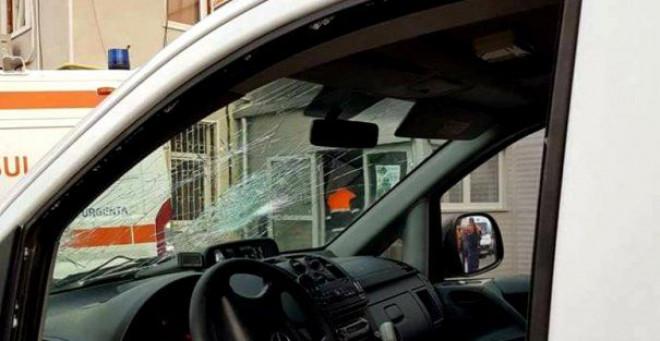 O FEMEIE a fost UCISĂ pe TRECEREA DE PIETONI de o AMBULANȚĂ condusă de un ȘOFER BEAT