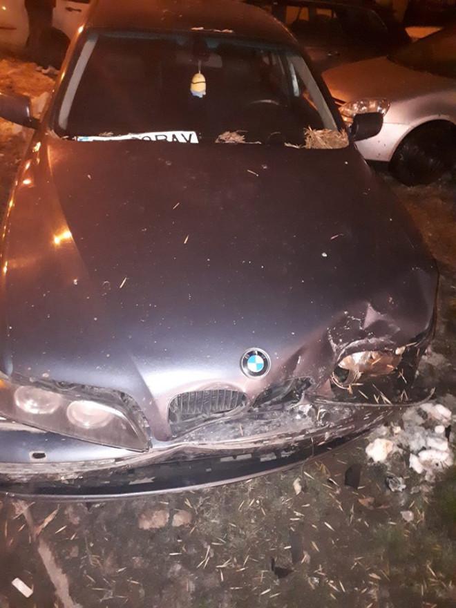 5 masini lovite de un sofer care a fugit de la fata locului, in Ploiesti, zona Paltinis. Barbatul este acum cautat de politie