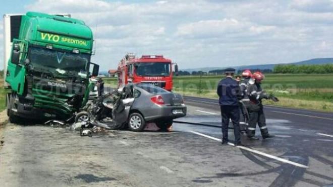 Accident langa Crangul lui Bot. Un TIR si un autoturism, implicate, doua victime