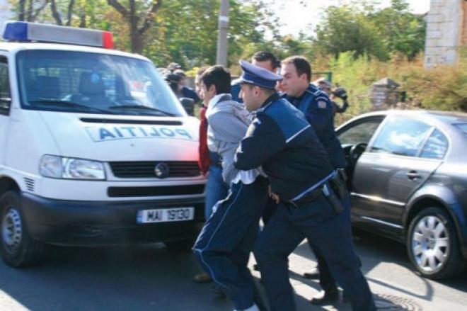 Un sofer din Prahova n-a oprit la semnalele politistilor. Dupa o urmarire ca in filme, barbatul a fost prins. Ce avea in masina!