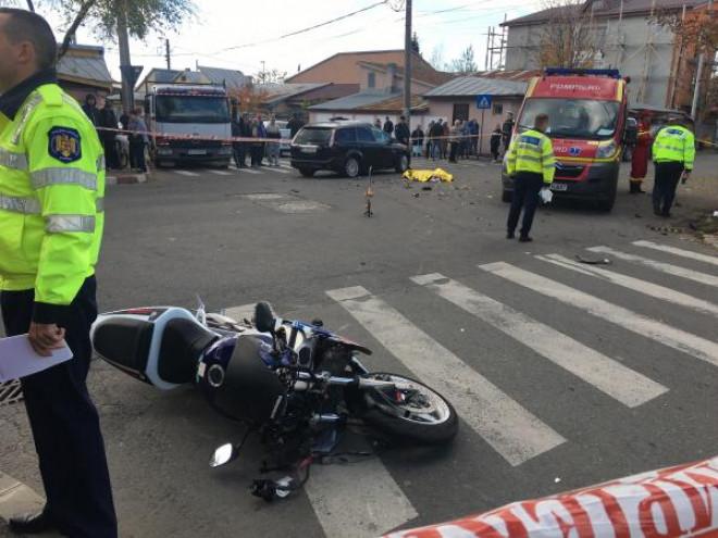 Accident in Ploiesti, la intersectia strazilor Democratiei si Covurlui. Motociclist spulberat de masina
