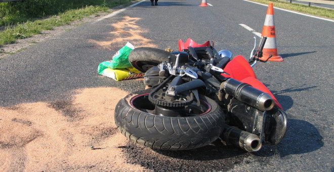 Accident pe DN 1, in Puchenii Mosneni. Un motociclist a cazut pe carosabil