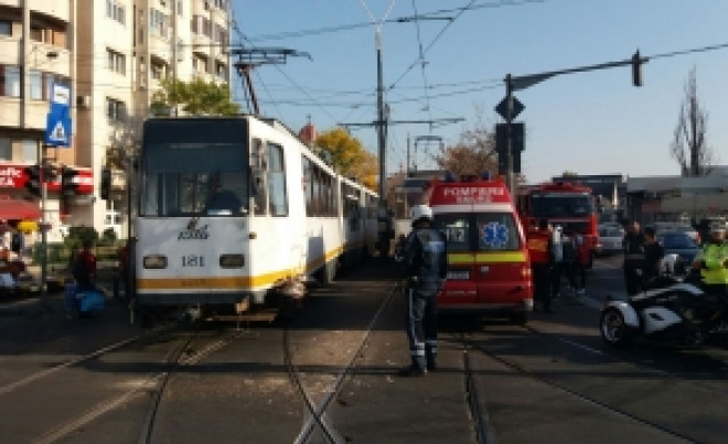 Controlor RATB, înjunghiat în staţia de tramvai