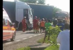 Accident grav la Loloiasca. Un TIR a spulberat un microbuz care transporta angajati Yazaki