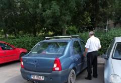 Ploiestenii fac si fapte bune. Un tanar a surprins momentul in care un sofer beat loveste o masina parcata. A postat imaginile pe Facebook, sa le vada proprietarul pagubit