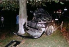 Accident grav la Targsoru Vechi. Doua VICTIME, dupa ce un sofer baut a intrat cu masina in copac