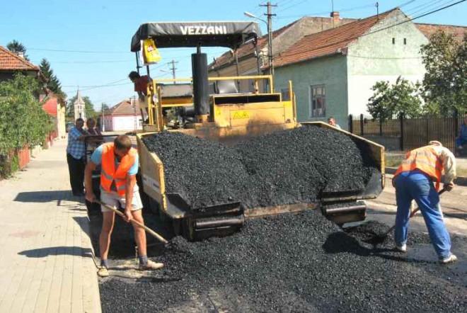 Atentie, soferi! Incep asfaltãrile pe strada Diligentei din Ploiesti