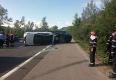 Accident pe DN 1, la Azuga. O masina s-a rasturnat