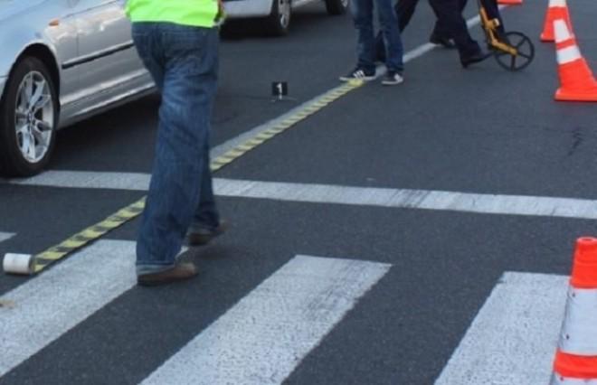 Accident in zona Halelor. Femeie lovita de masina, pe trecere, langa Mega Image