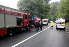 Accident in Sinaia-Poiana Tapului. Un sofer a murit dupa ce a intrat pe contrasens intr-un autocar si a cazut intr-o râpă