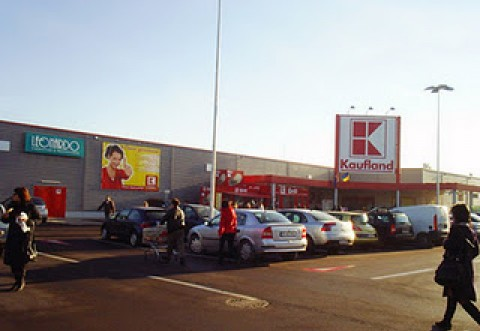 Accident in Campina, in parcarea Kaufland