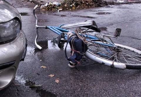 Biciclist lovit de masina in Ploiesti, pe strada Mihai Eminescu