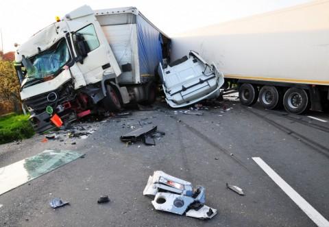 Accident grav la Cheia, intre un autoturism si un TIR. 4 persoane au ajuns la spital