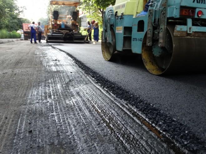 Atentie, soferi! Incep asfaltãrile pe strada Constructorilor din Ploiesti