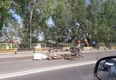 Caruta spulberata de masina pe podul din Bereasca