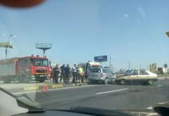 Accident grav in giratoriul de la Metro, pe DN1. Trei masini implicate, intervine SMURD
