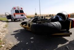 Accident pe DN1, la Breaza-Nistoresti. Motocicleta spulberata de masina, doi raniti grav