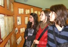 """EXPOZITIA """"Mulți ani și Sărbători fericite"""" la muzeul de Istorie din Ploieşti"""