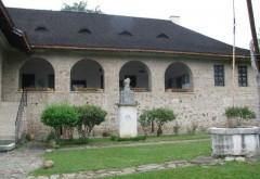 Expozitie şi program artistic la Muzeul 'Casa Domnească' din comuna Brebu