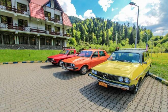 Zeci de maşini de colecţie vor fi expuse la Castelul Peleş
