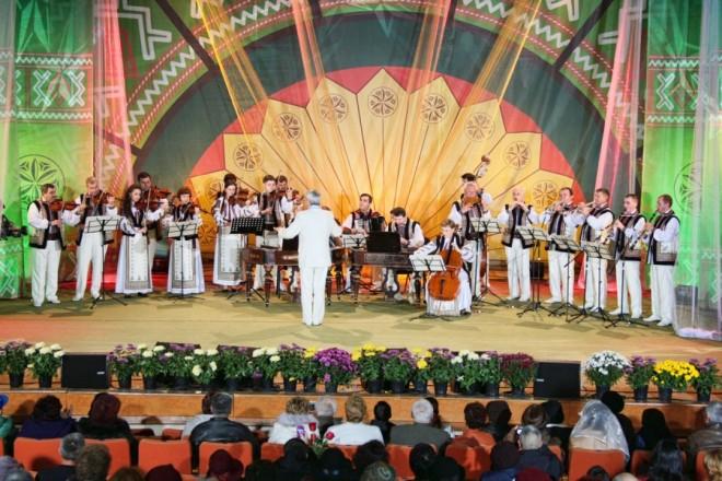 """Festivalul """"Cunună de Cântec Românesc"""", organizat la Filarmonica din Ploieşti"""
