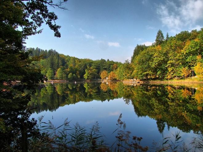 Lacul din România care deţine 3 recorduri mondiale. Apa lacului deţine proprietăţi unice în intreaga Europă