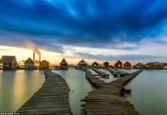 Acesta este uimitorul sat plutitor aflat la doi paşi de România