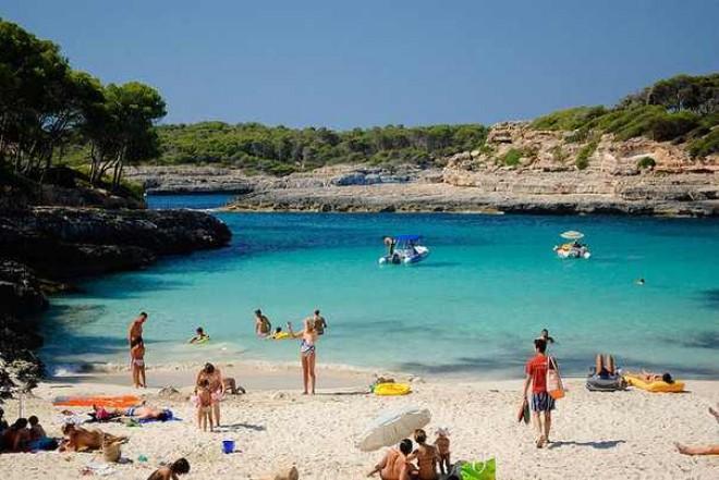 Topul celor mai IEFTINE destinaţii turistice cu plajă din Europa în 2017