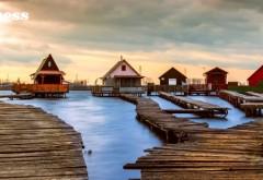 Uitaţi de Maldive: acesta este uimitorul sat plutitor aflat la doi paşi de România. GALERIE FOTO