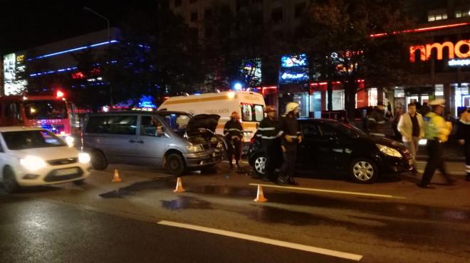 Accident cu trei masini, in centrul Ploiestiului, la Palatul Culturii